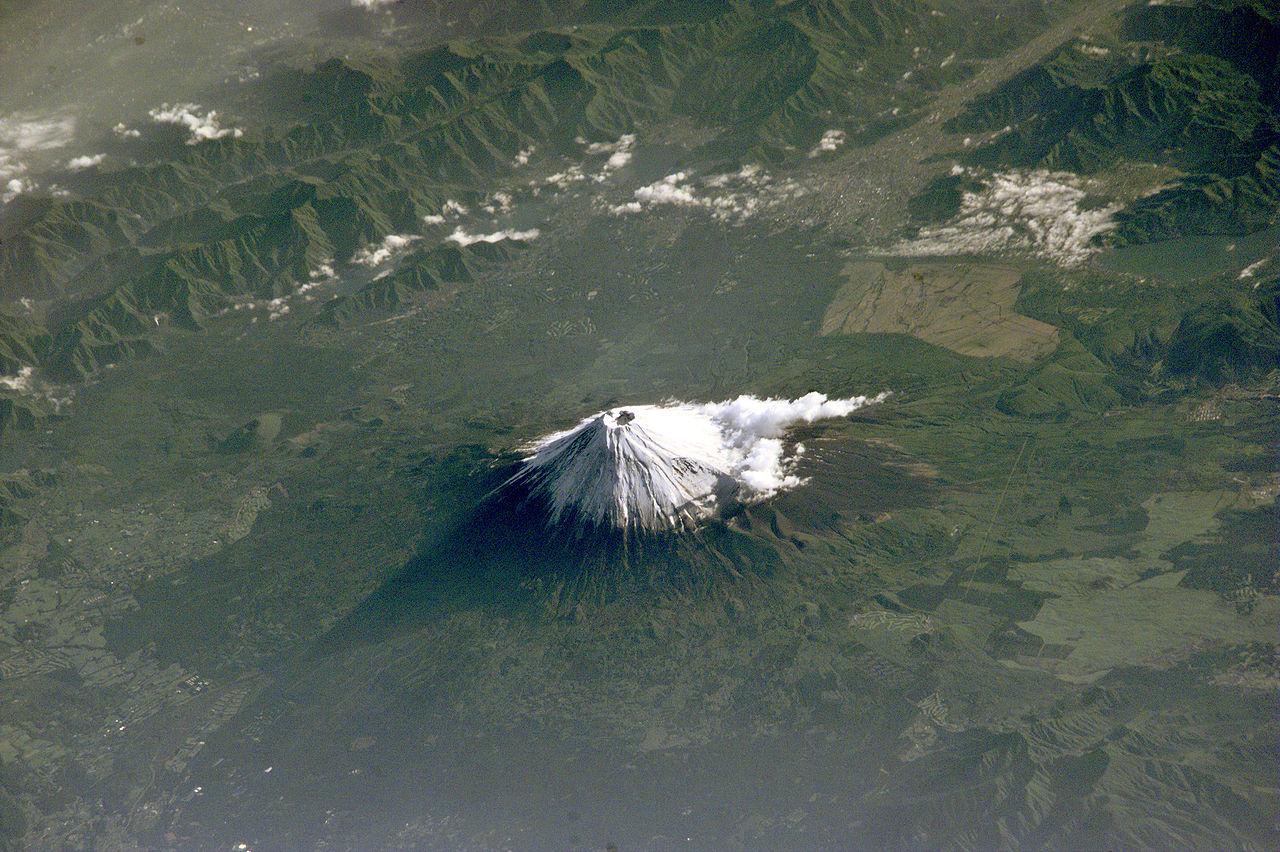 Гора Фудзи из космоса