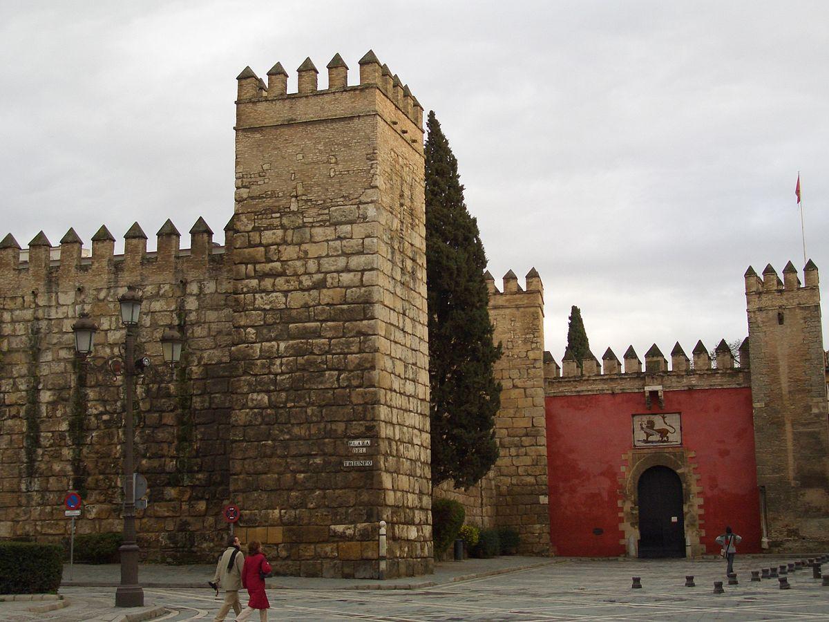 Стены Альказара в Севилье