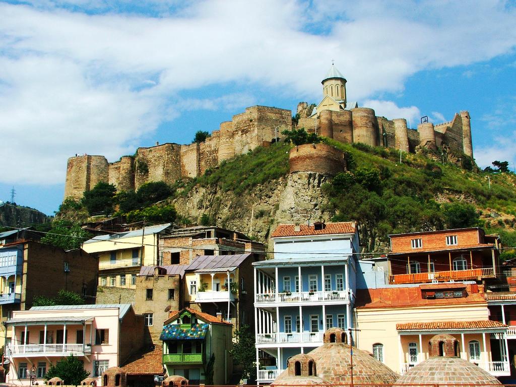 Вид на крепость Нарикала из города, Старый Тбилиси