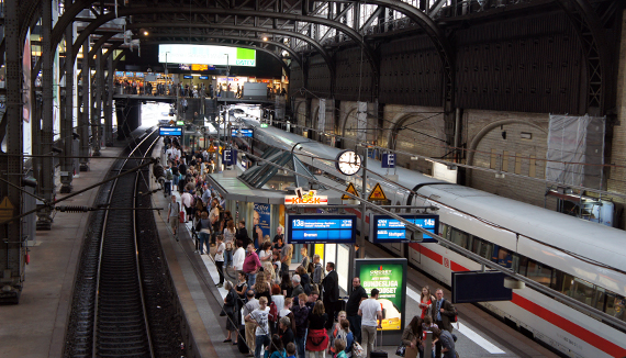 Вокзал, Гамбург, Германия.jpg