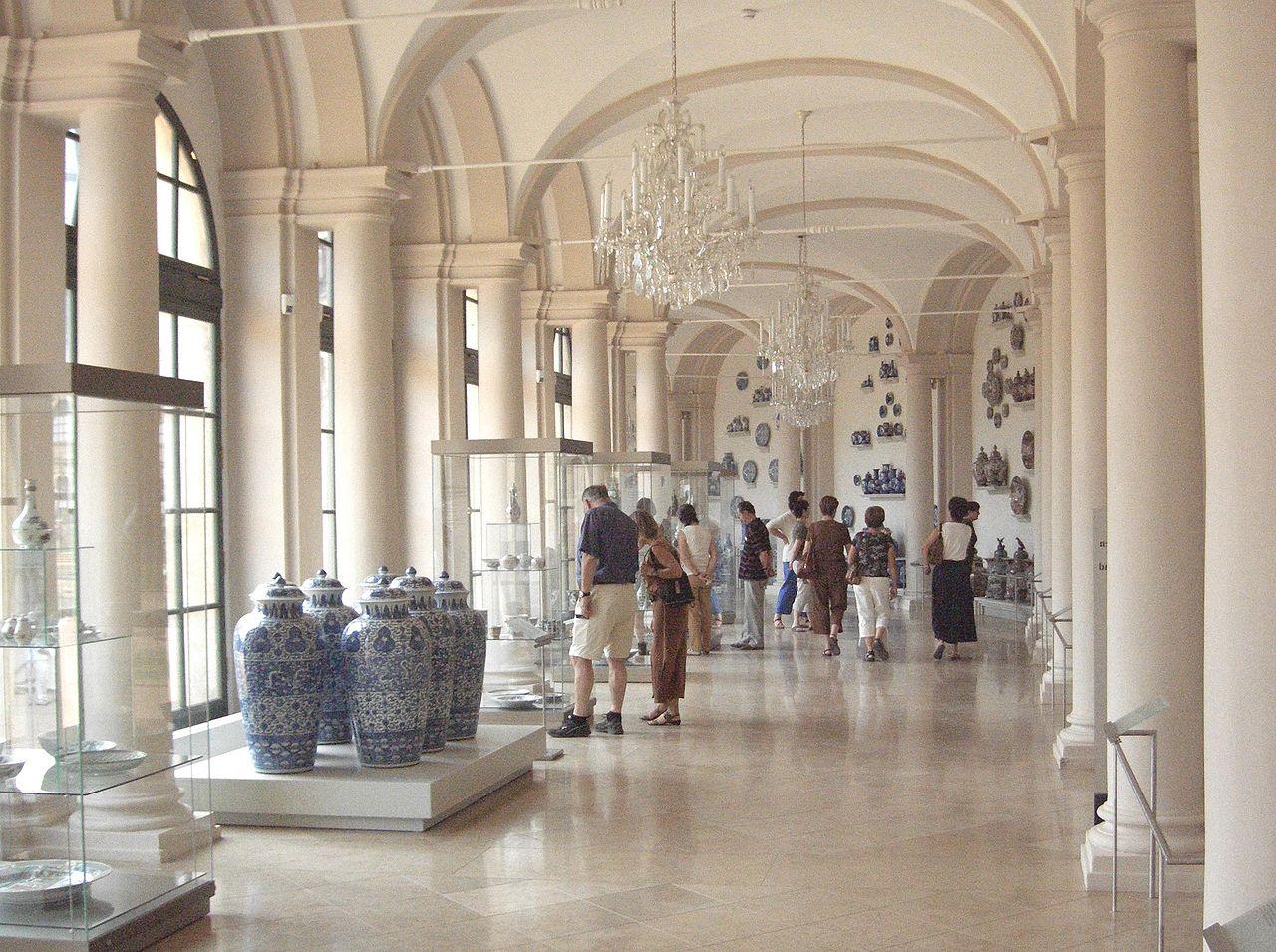 Музей фарфора в Дрездене, один из залов