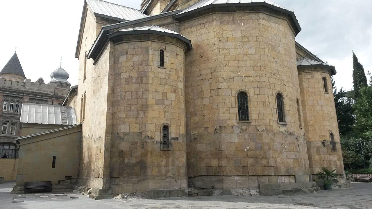 Фасад собора Успения Пресвятой Богородицы в Тбилиси