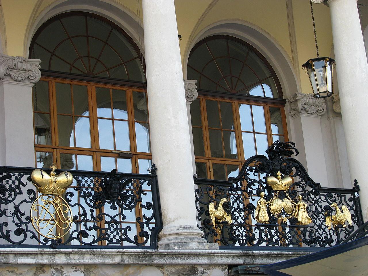 Шварценбергский дворец в Праге, парадный вход