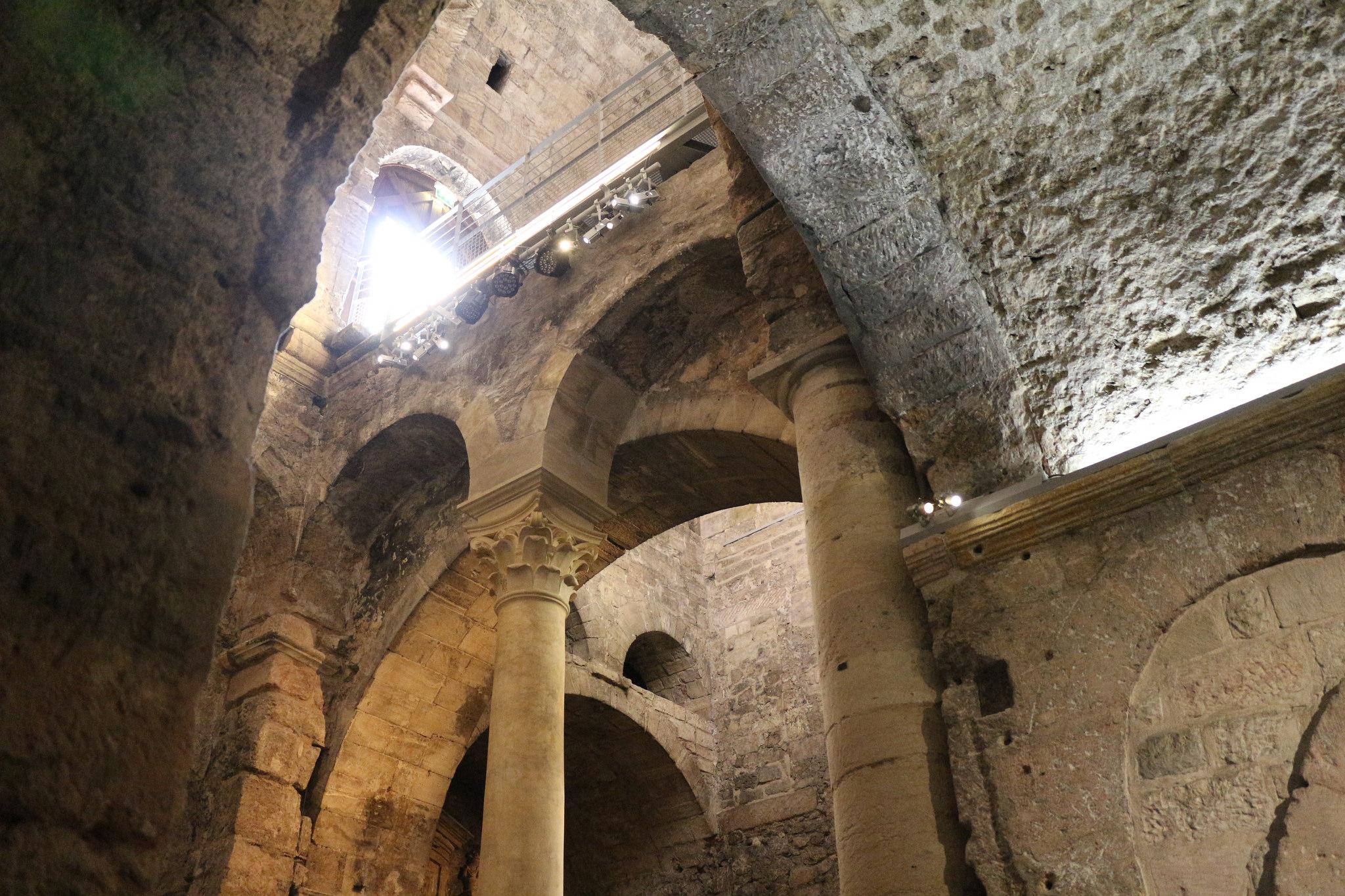 Аббатство Сен-Виктор, колонны