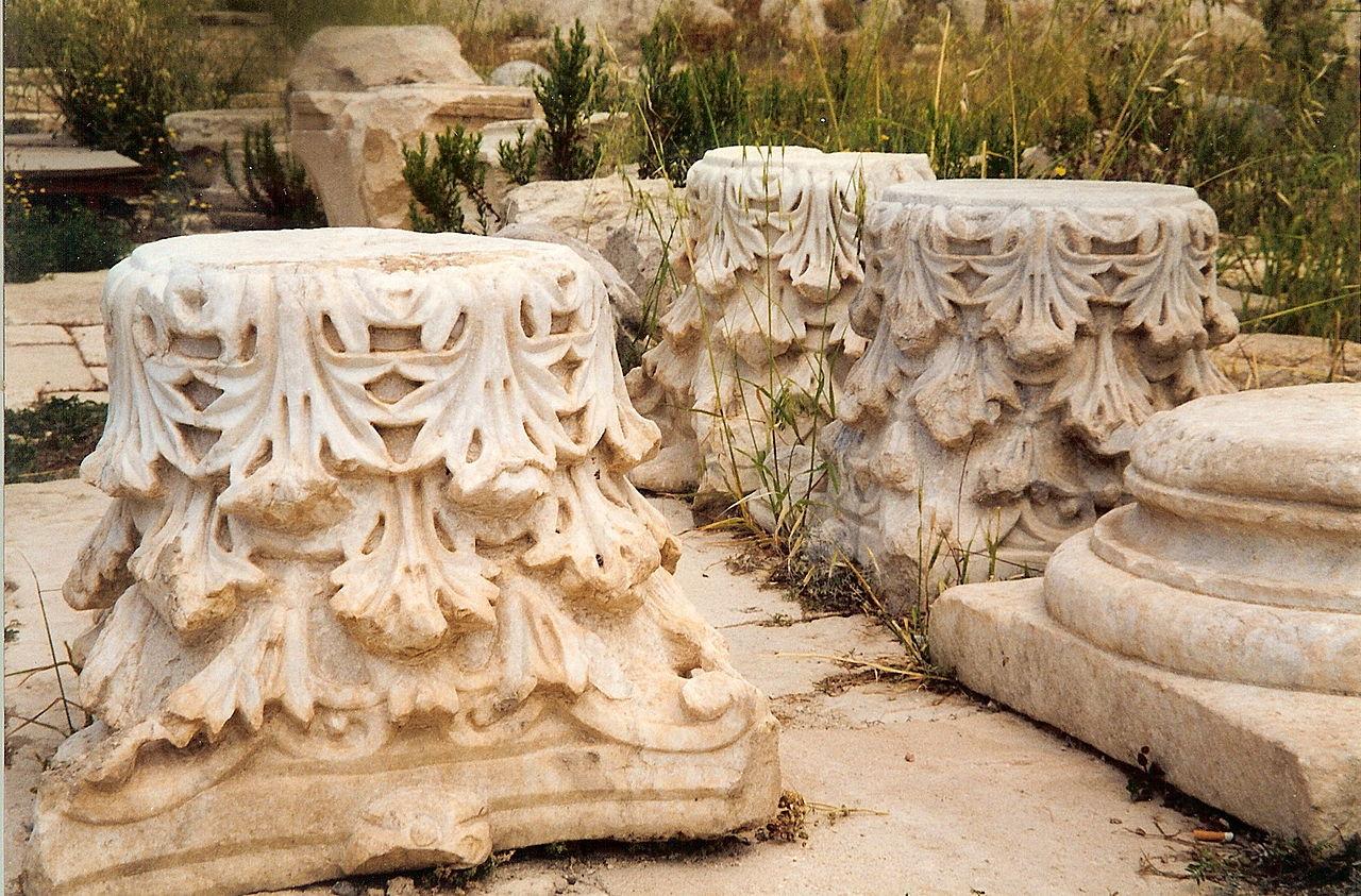 Аматус, капители колонн