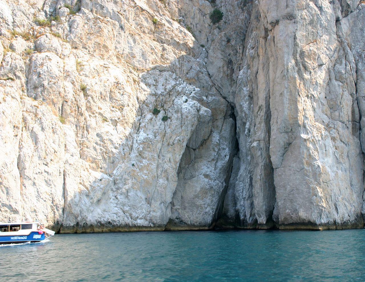 Мыс Айя, скалы