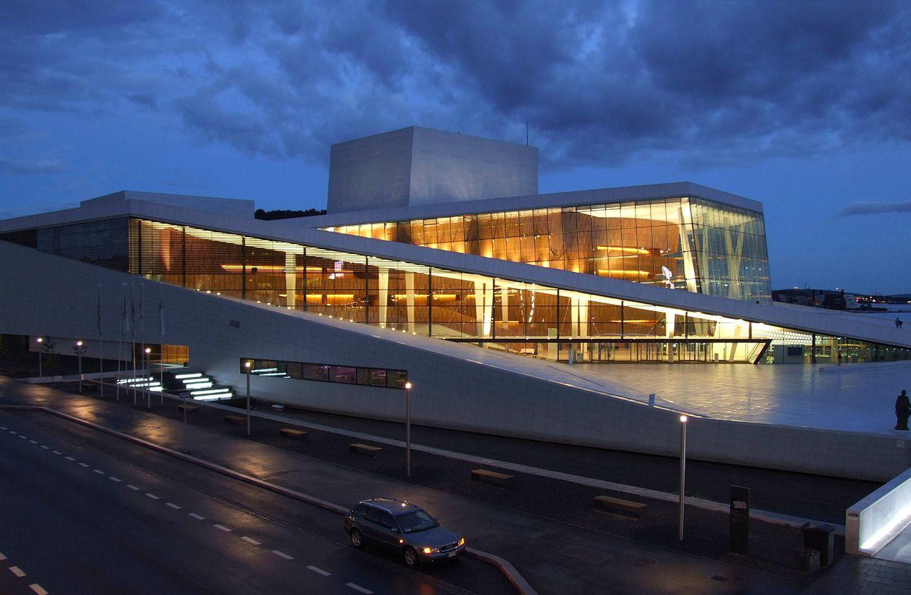 Оперный театр Осло ночью
