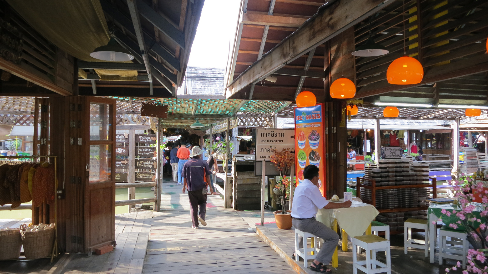 Плавучий рынок в Паттайе, кафе