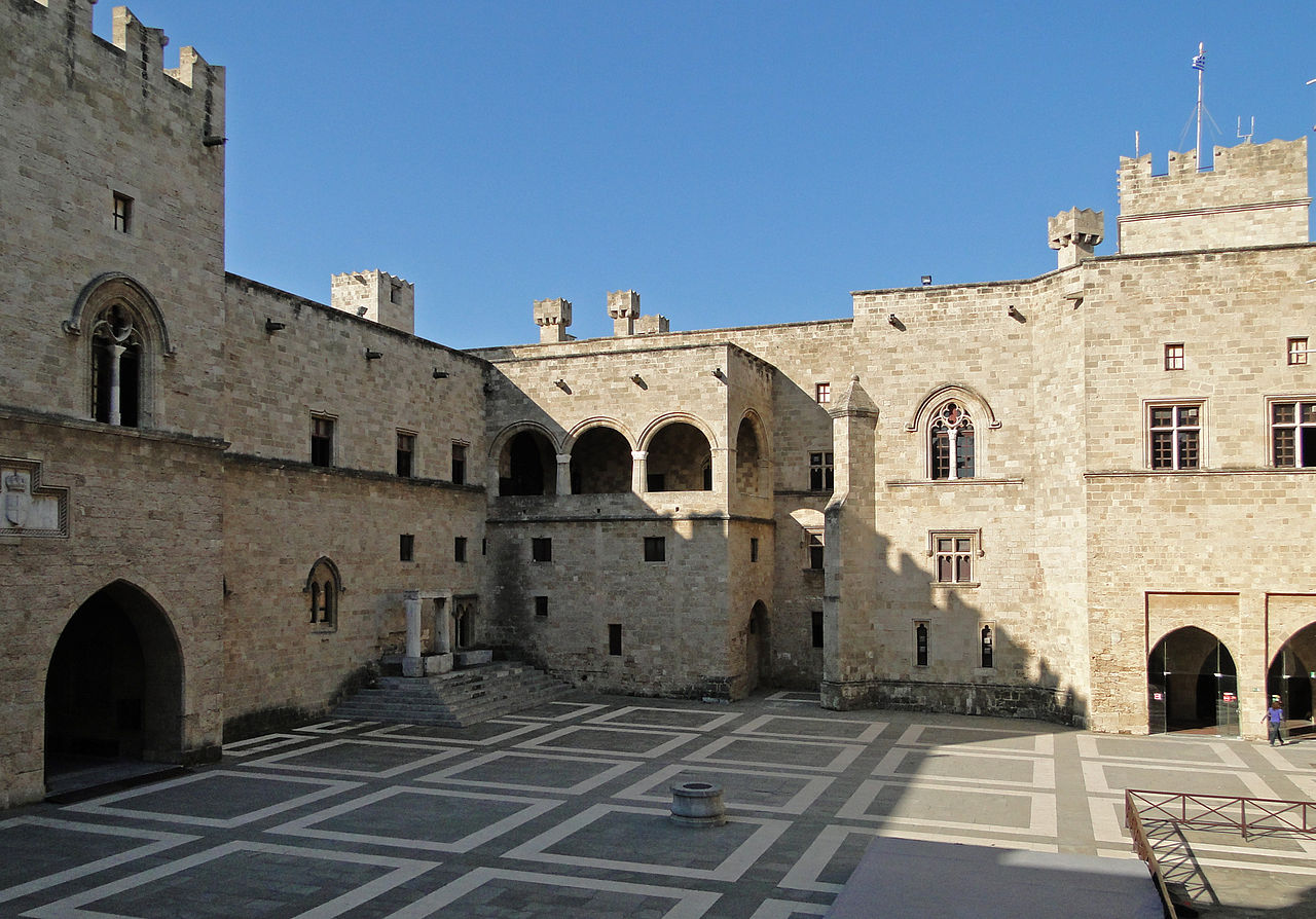 Дворец великого магистра, внутренний двор