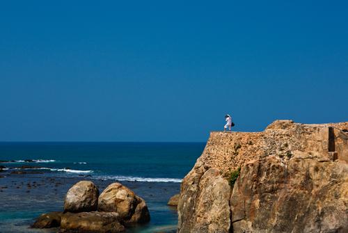 Все цвета Цейлона: синее море...