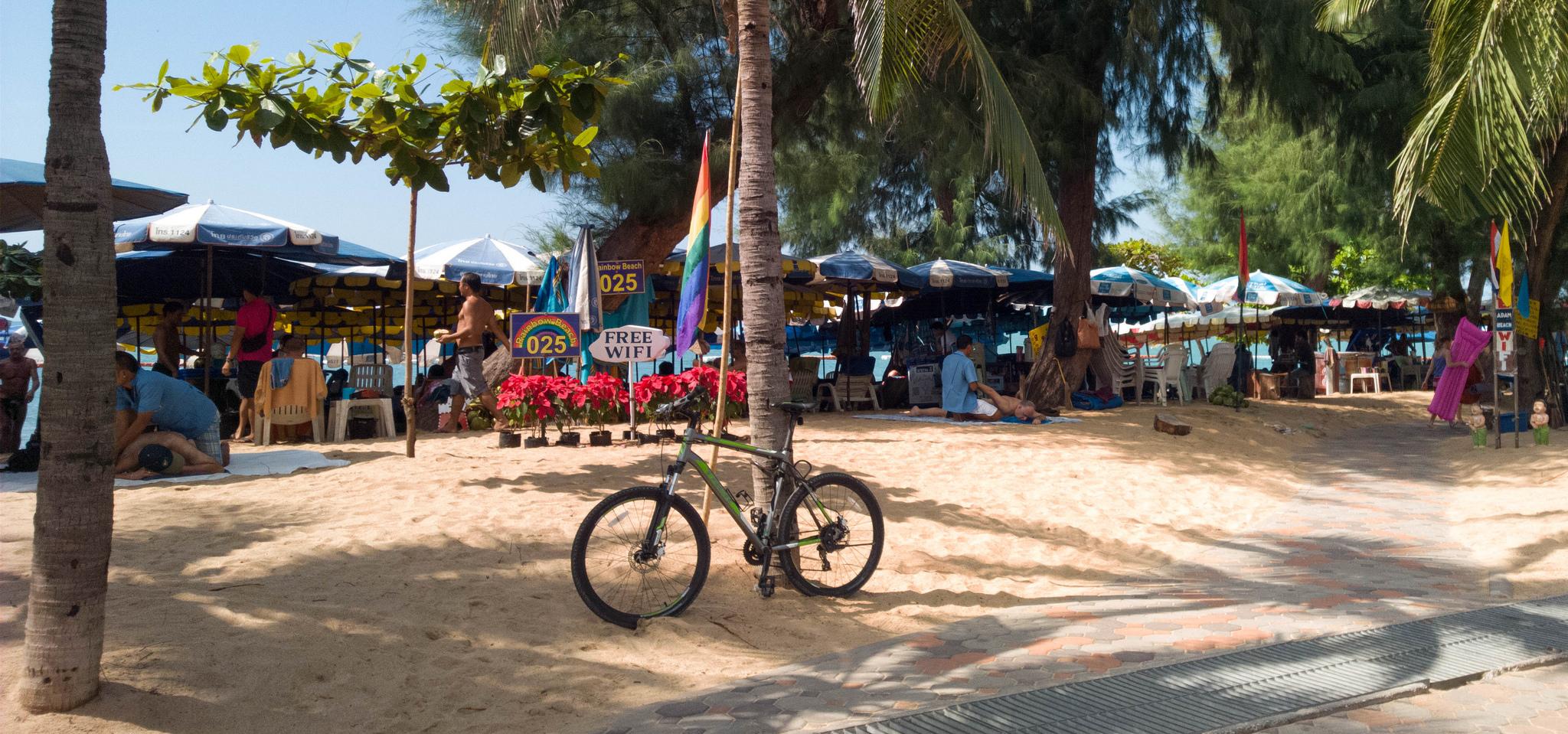 Пляж Донгтан, Паттайя
