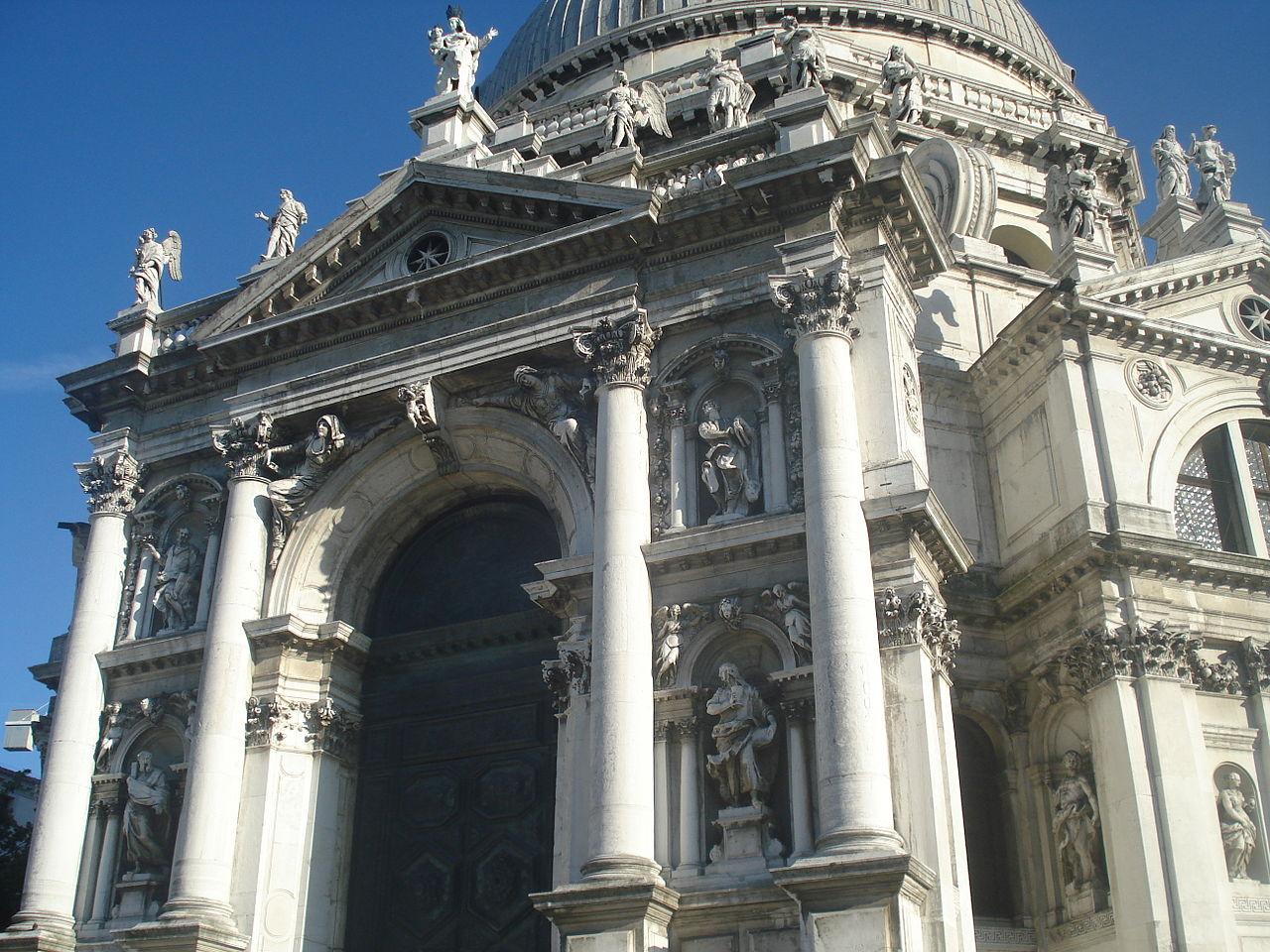 Санта-Мария-делла-Салюте, вход