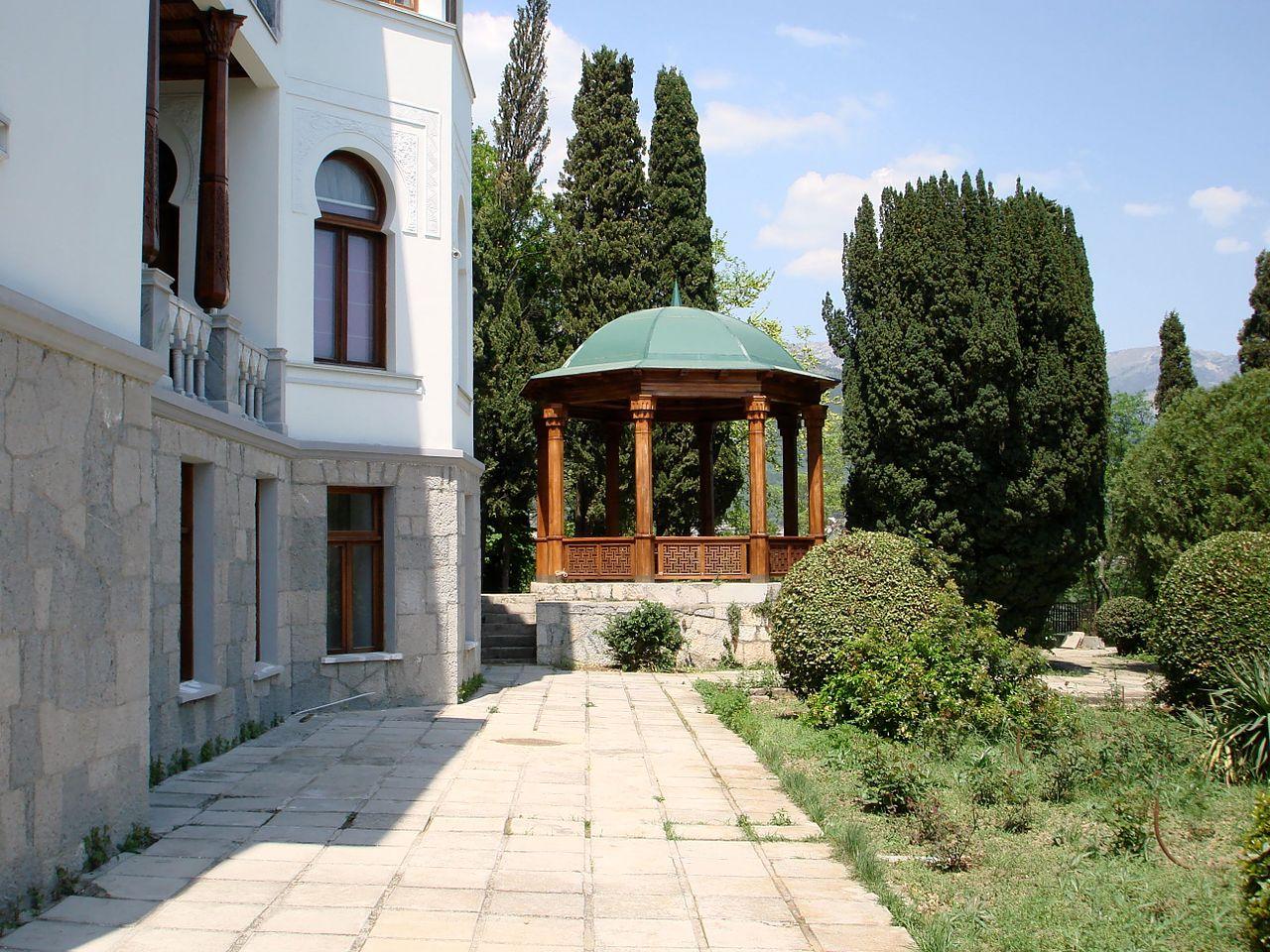 Дворец эмира Бухарского, сад и беседка