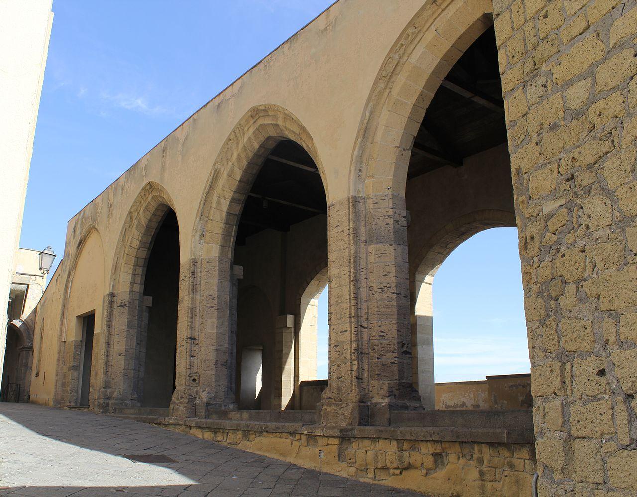 Кастель-дель-Ово, внутренняя арка