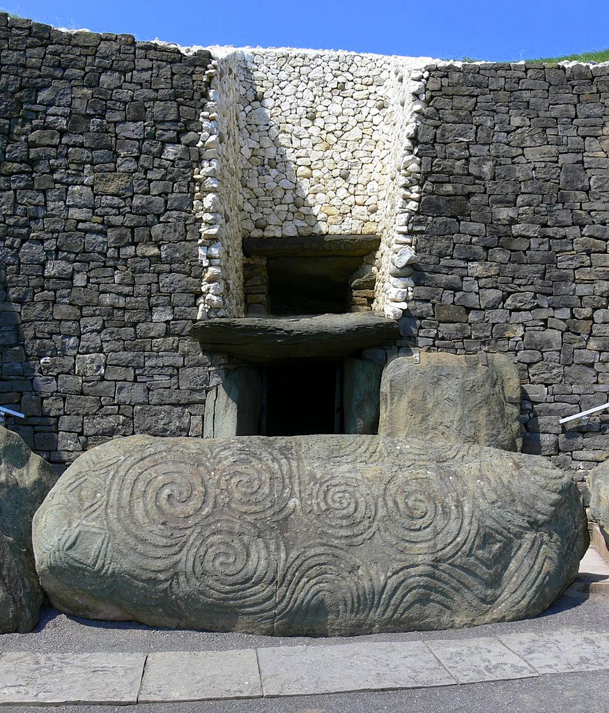 Ньюгрейндж, вход в гробницу