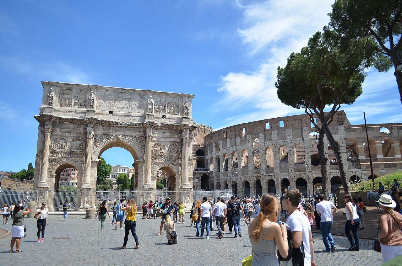 Римский Колизей, площадь перед амфитеатром