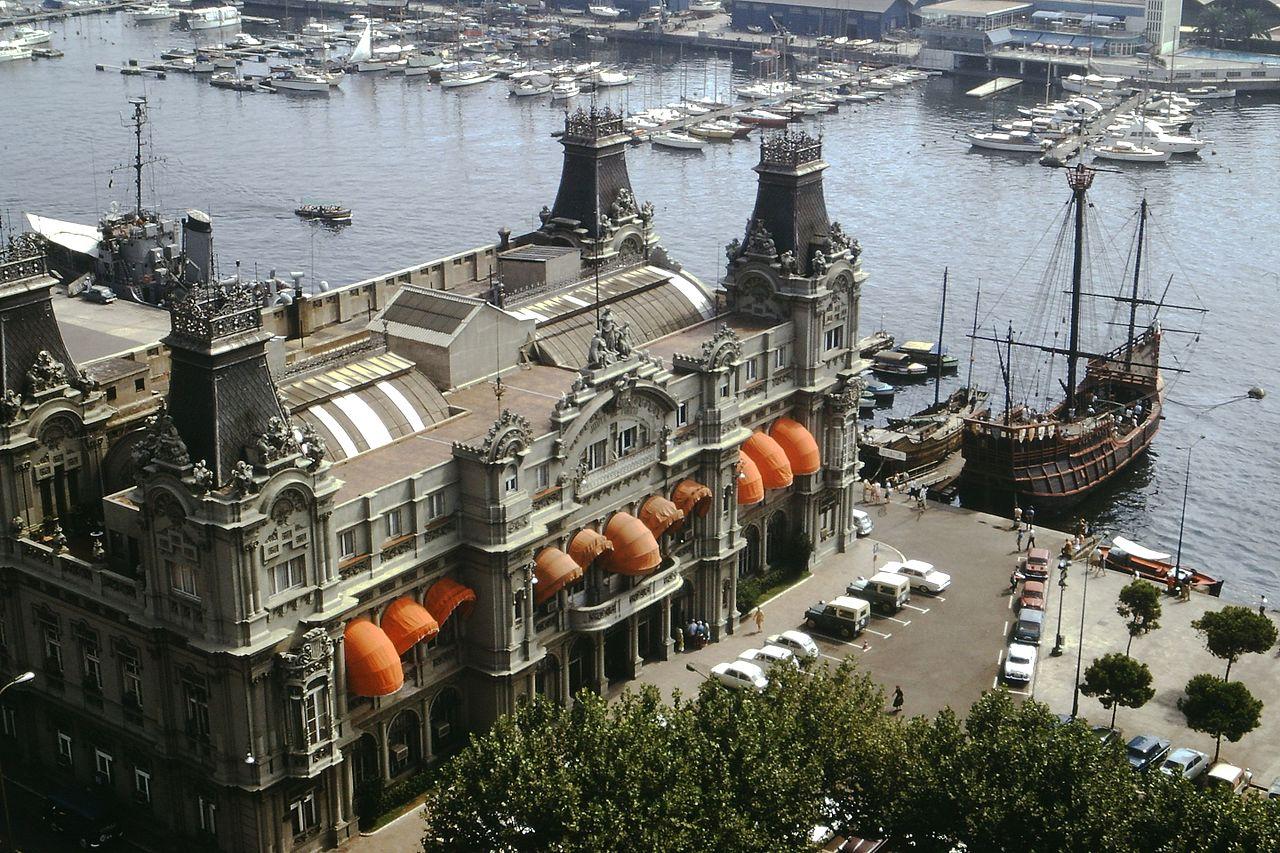 Старый порт Барселоны, старое здание таможни