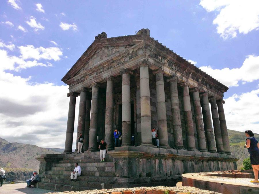Величественный храм Гарни, Ереван