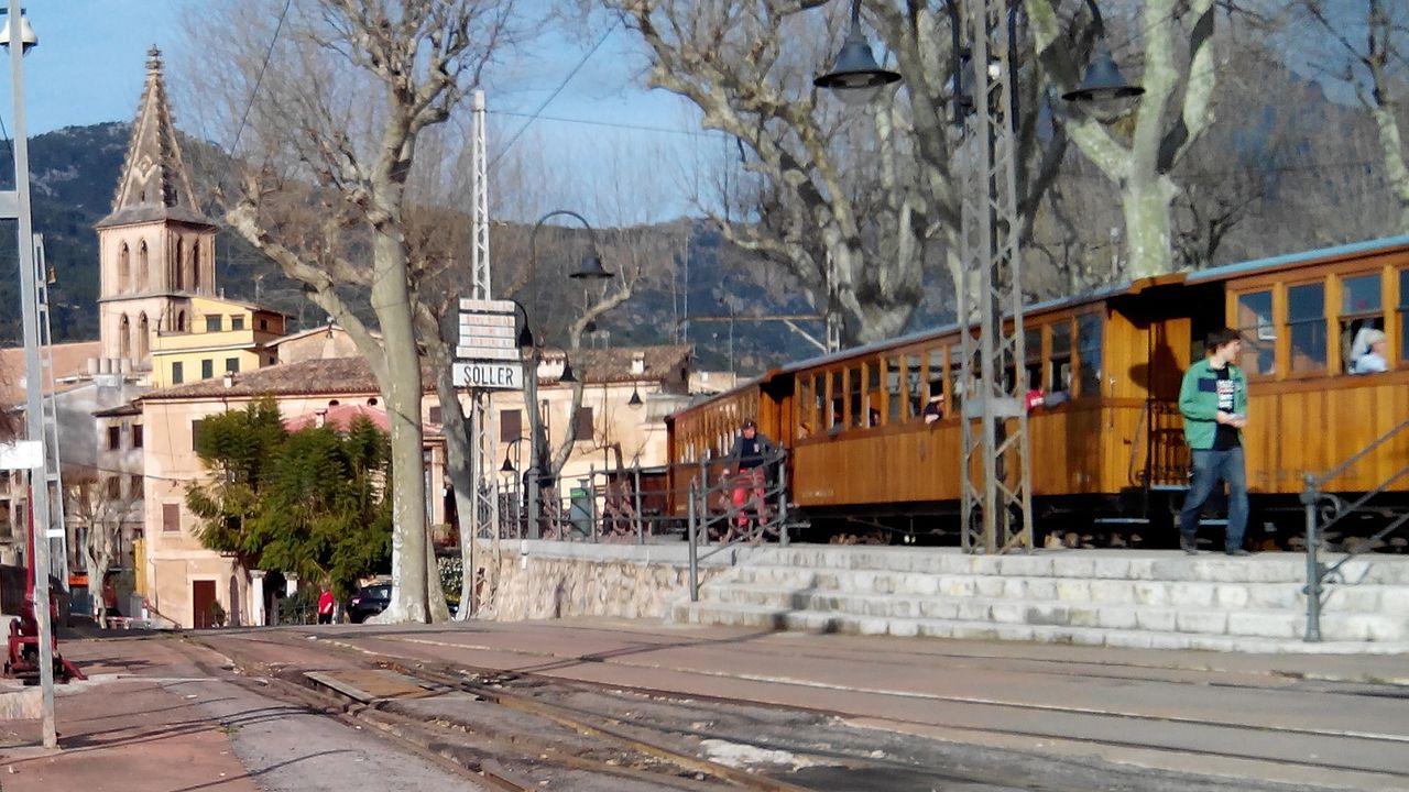 Железнодорожный вокзал Сольер, поезд Пальма-де-Майорка — Сольер