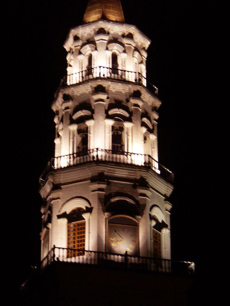 Невьянская башня в ночном освещении