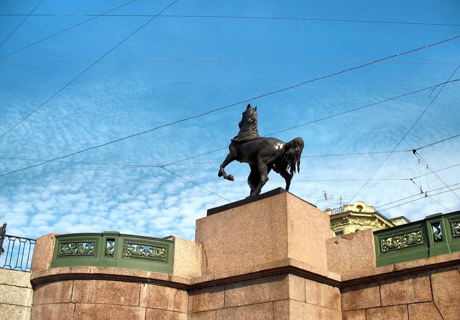 Одна из четырех скульптур укротителей коней на Аничковом мосту, Санкт-Петербург