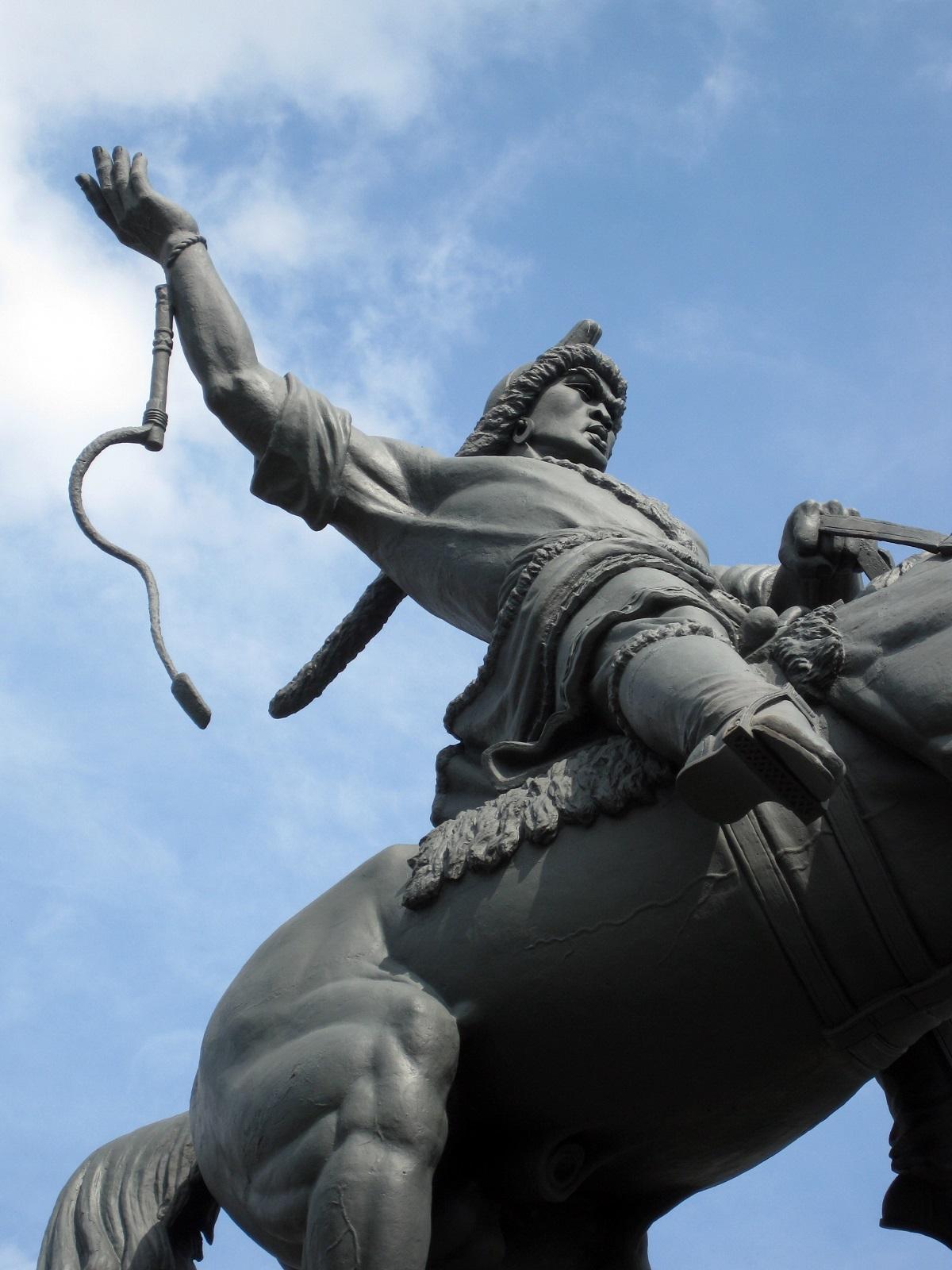 Кто создал памятник салавата юлаева в уфе заказать памятник из гранита или камня