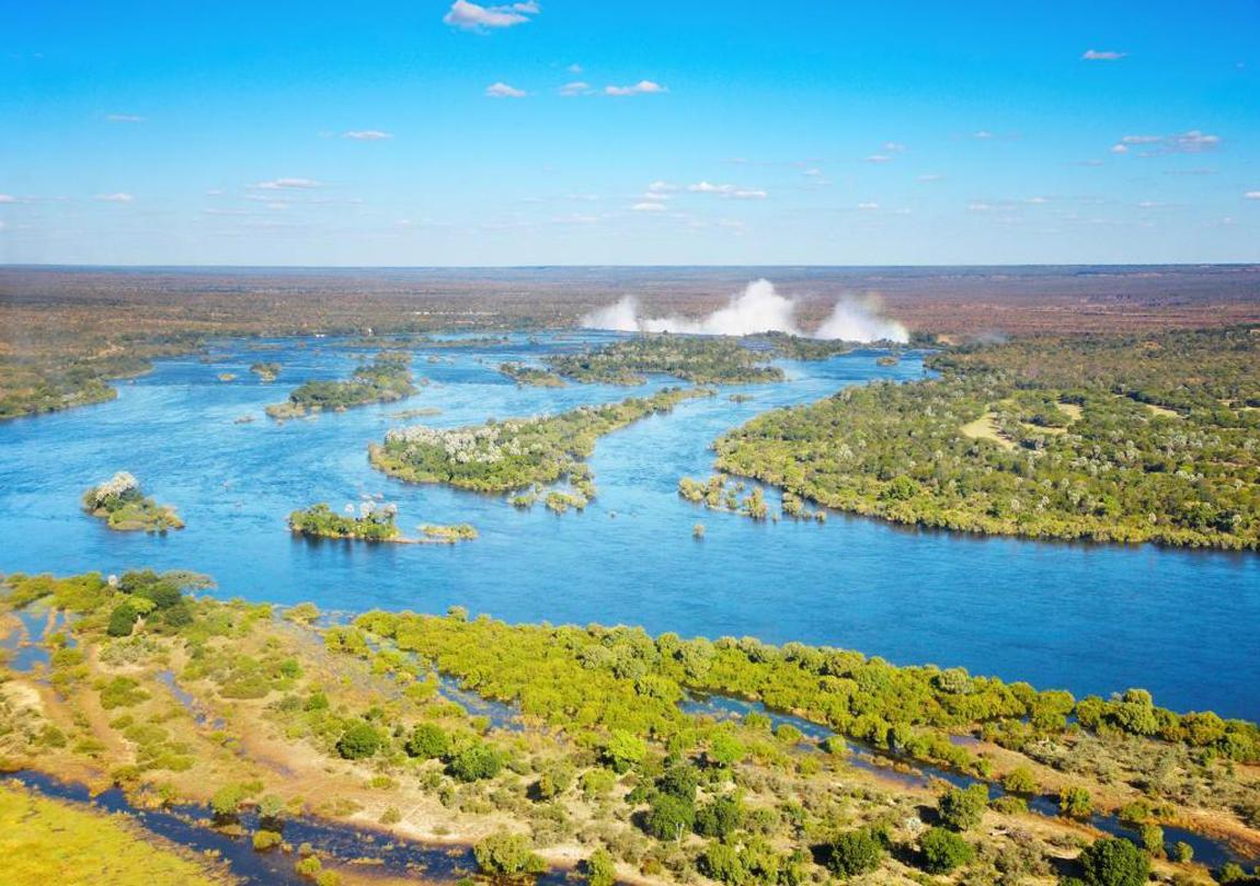 Реки Замбези и водопад Виктория, с высоты птичьего полета, Замбия