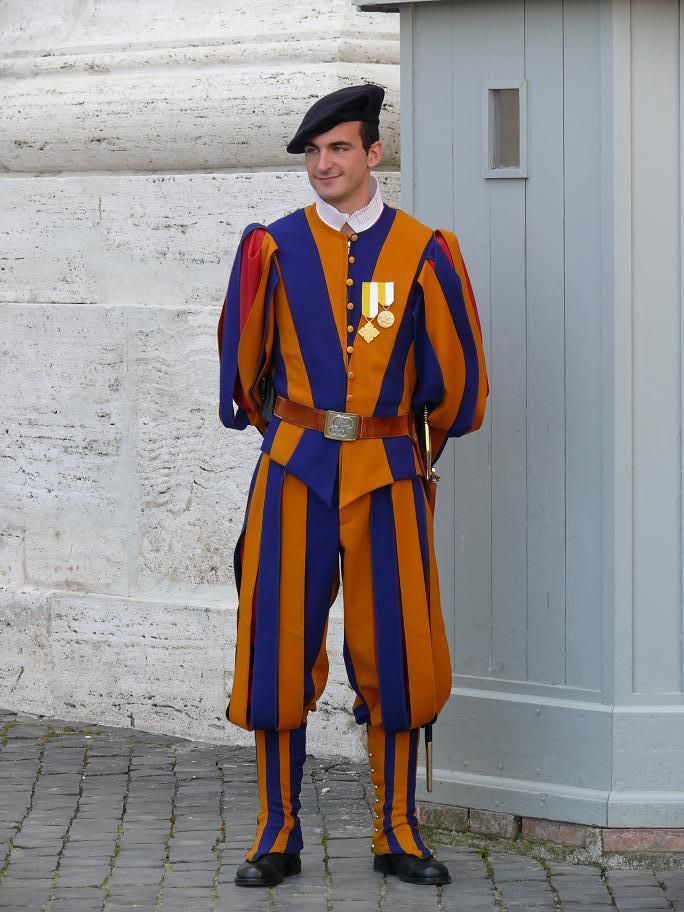 Форма, которую придумал Да Винчи, Рим, Италия.JPG