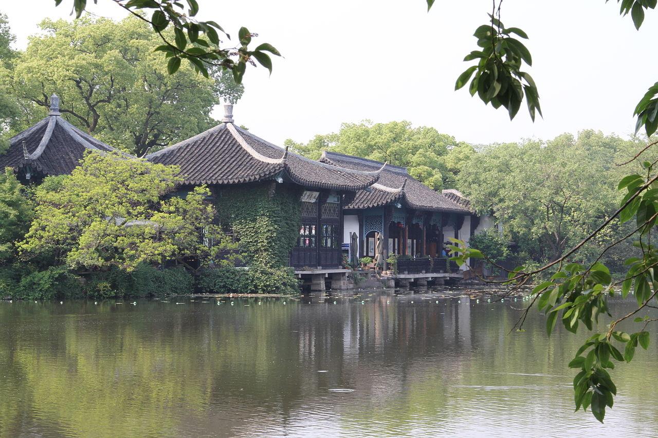 Храм на берегу озера Сиху, Китай