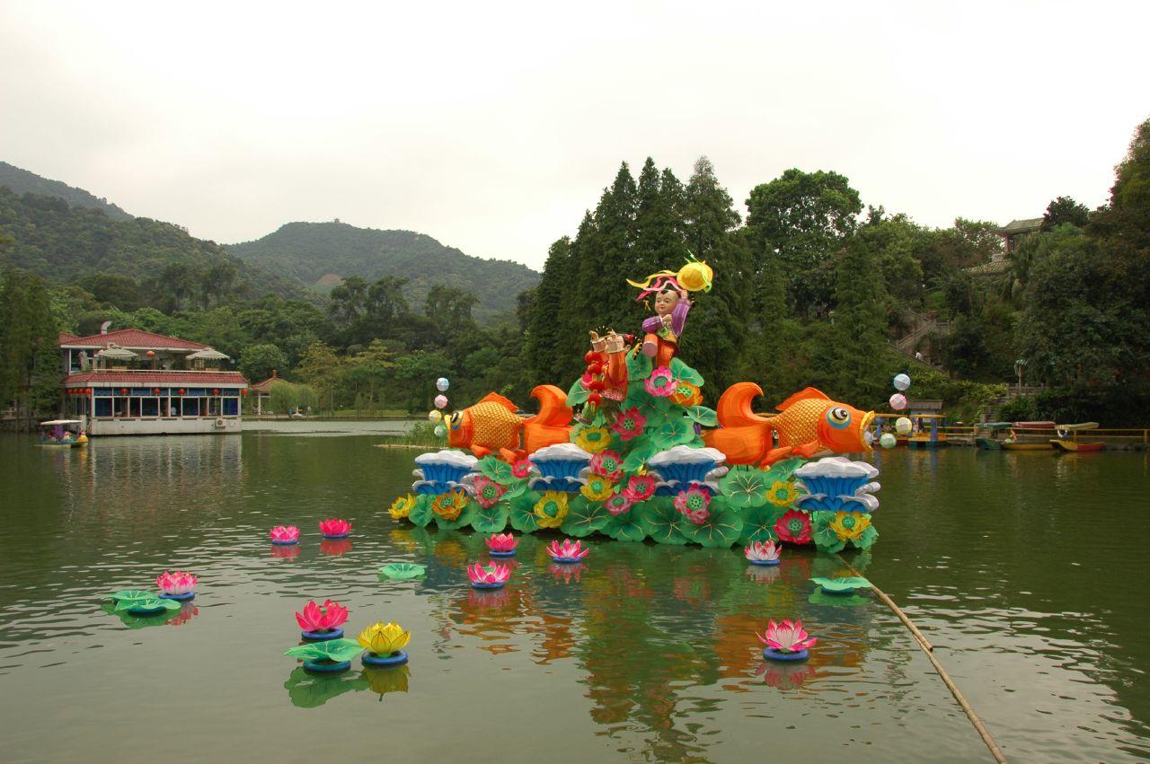 Горы Байюнь, озеро