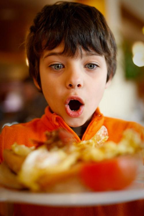 Дети в ресторане, Андорра.jpg