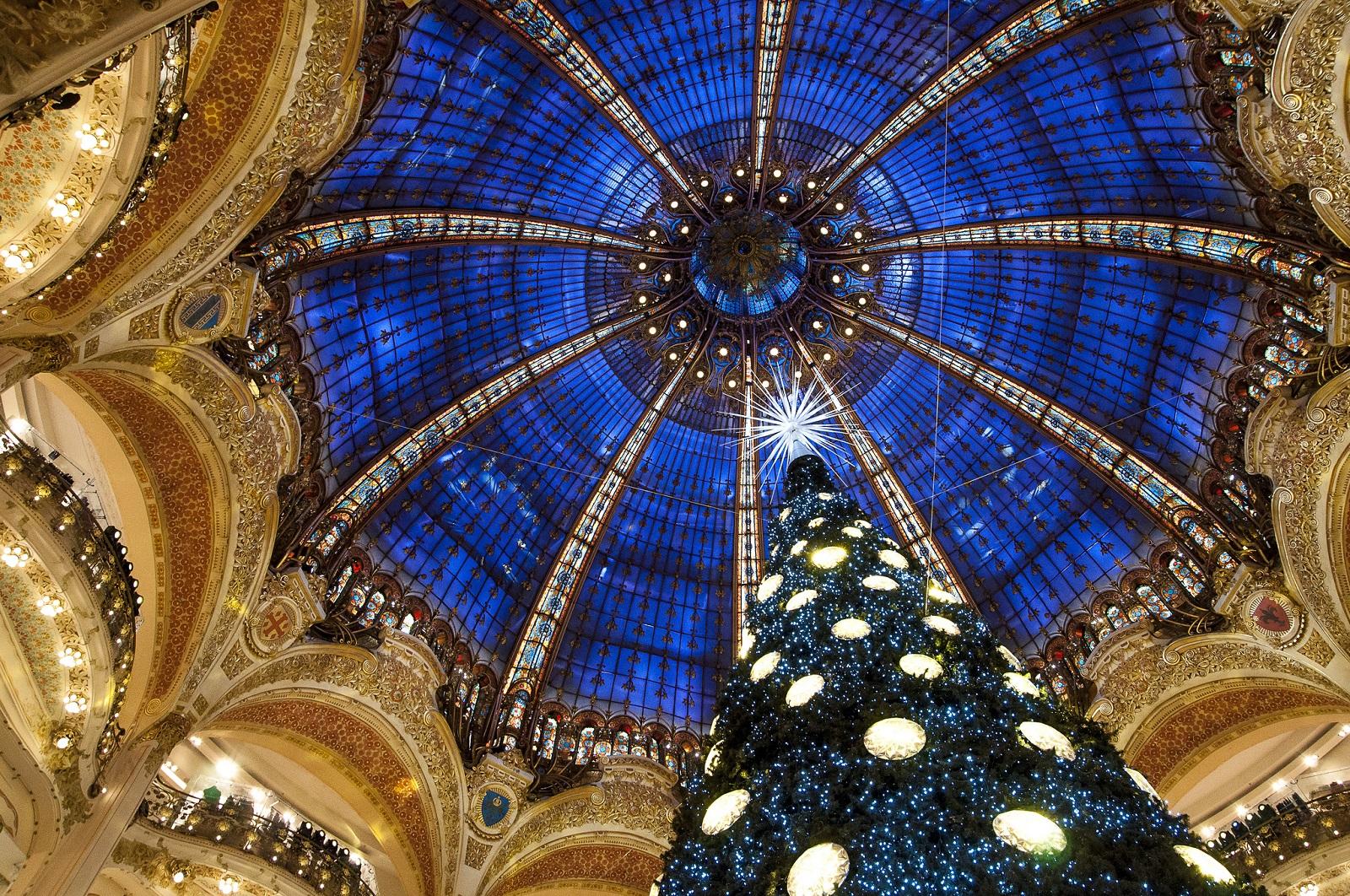 Новогоднее убранство Парижа