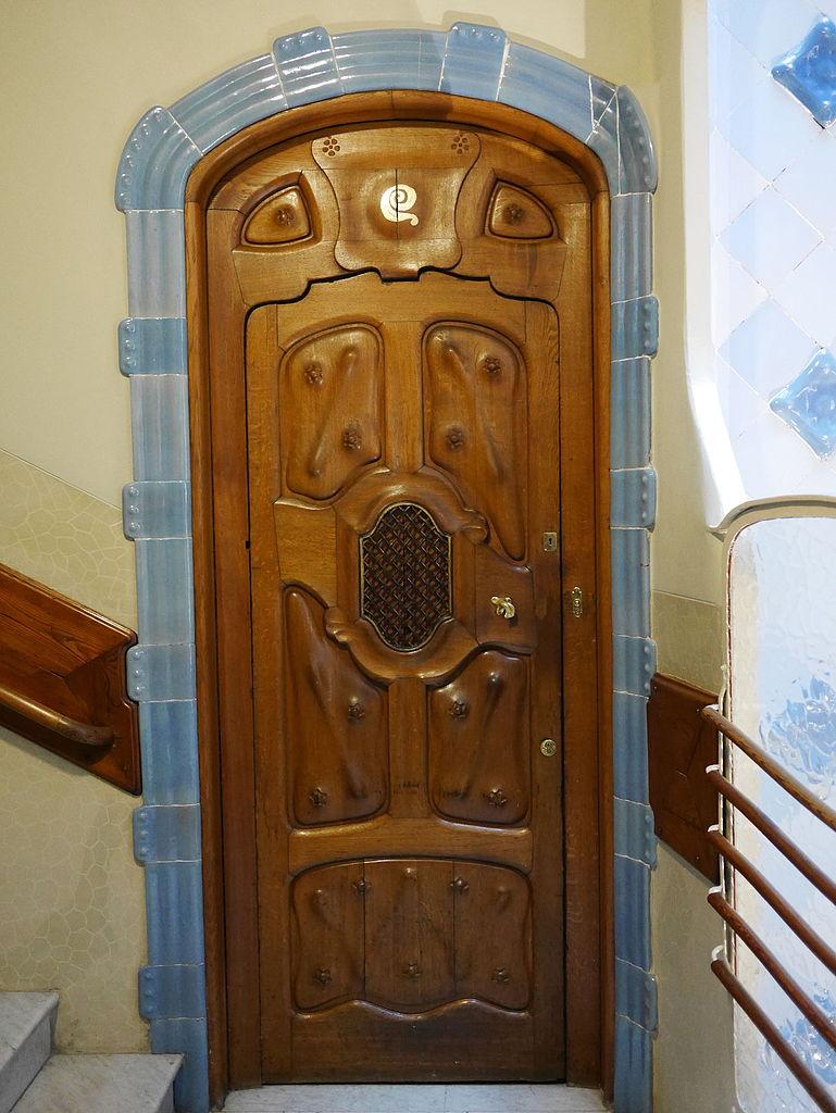 Дом Бальо, дверь в квартиру
