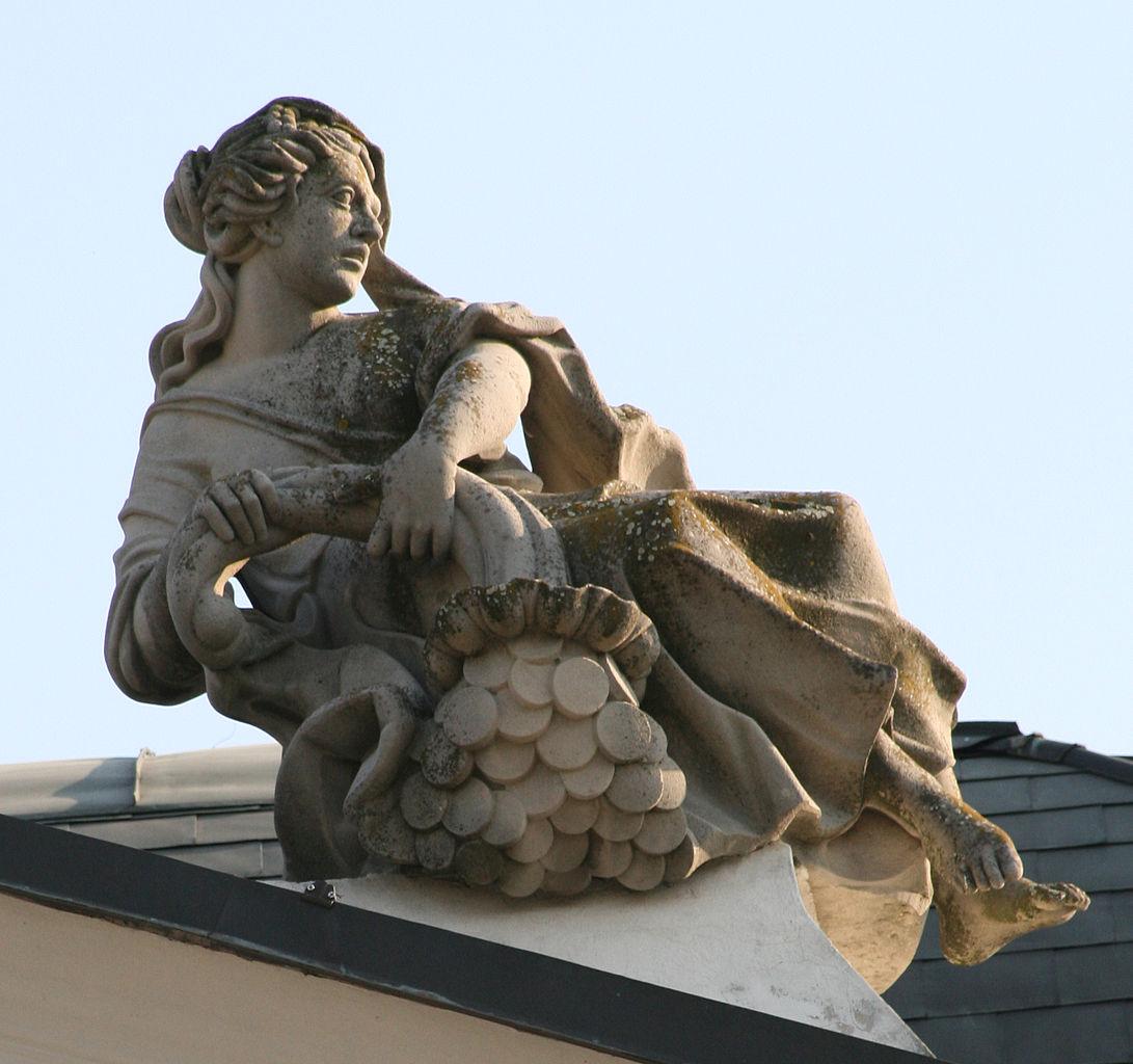 Замок Грашшалковичей, скульптура на крыше