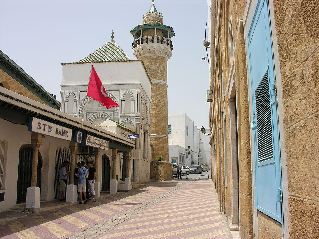 Медина города Тунис, минарет мечети Сиди Юсеф