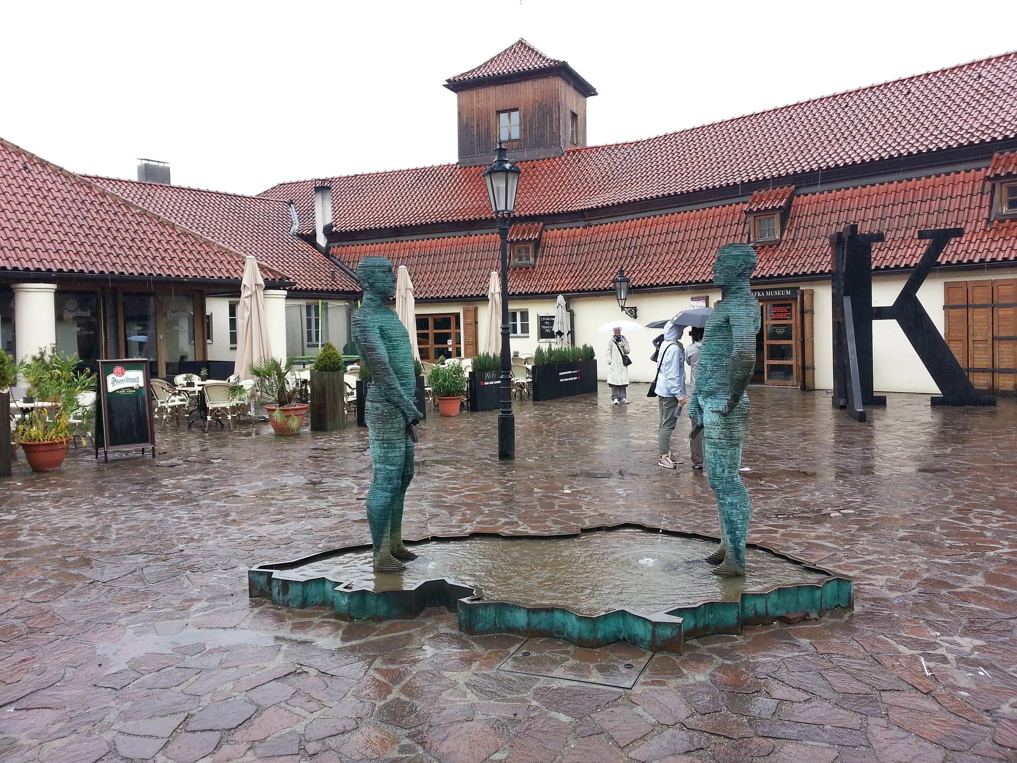 Музей Кафки, фонтан во дворе