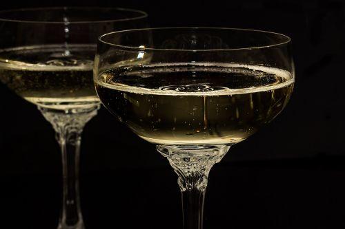 Champagne-glasses-1940262 1280.jpg