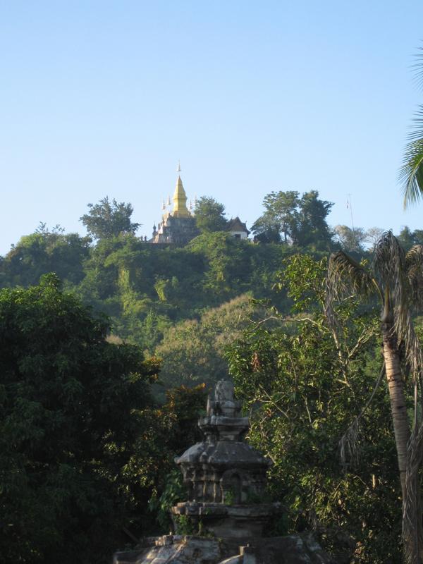 Пагода на холме, Лаос.JPG