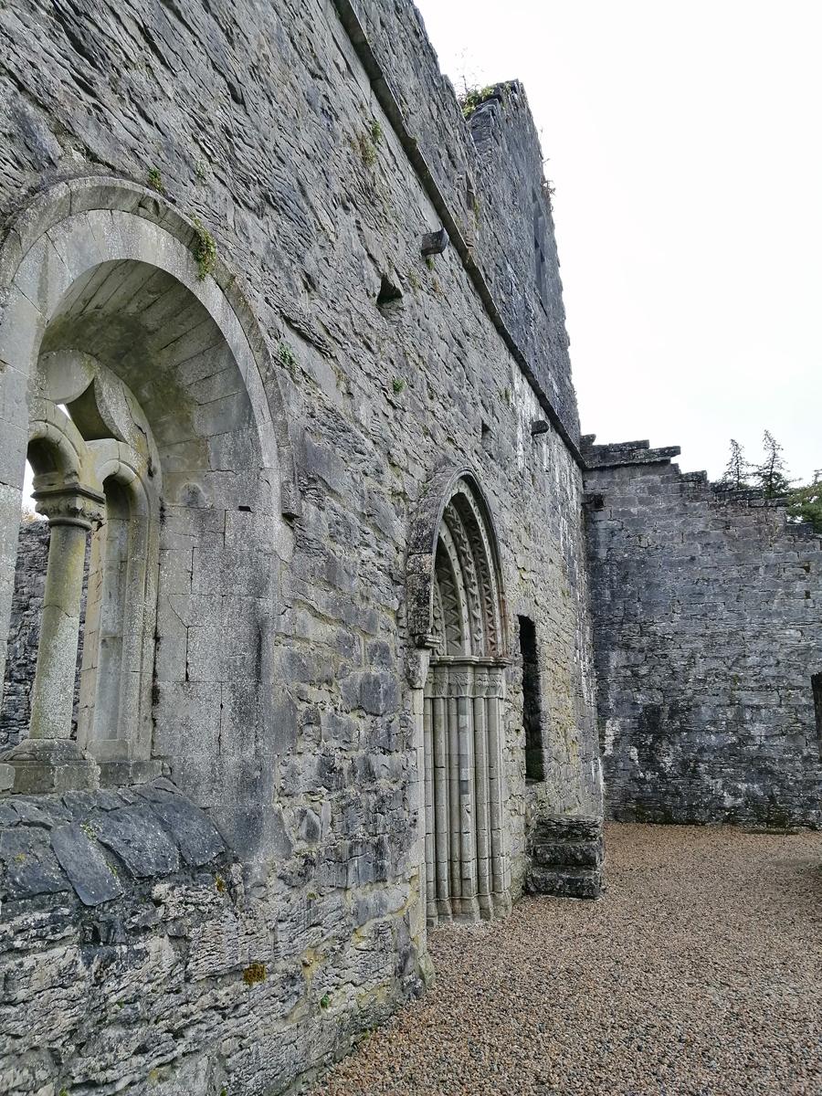 Стены аббатства Конг