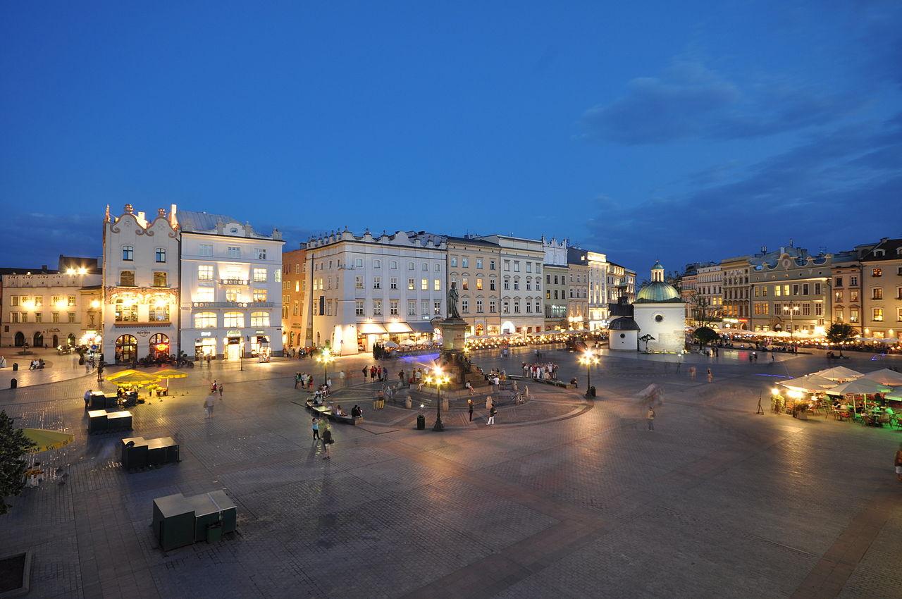 Рыночная площадь Кракова вечером