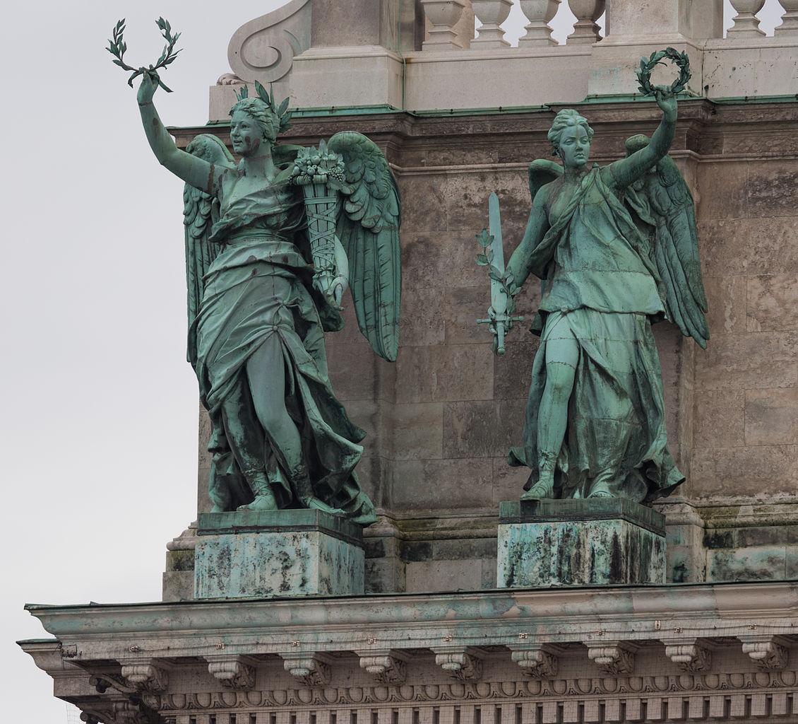 Хофбург, скульптуры на фасаде