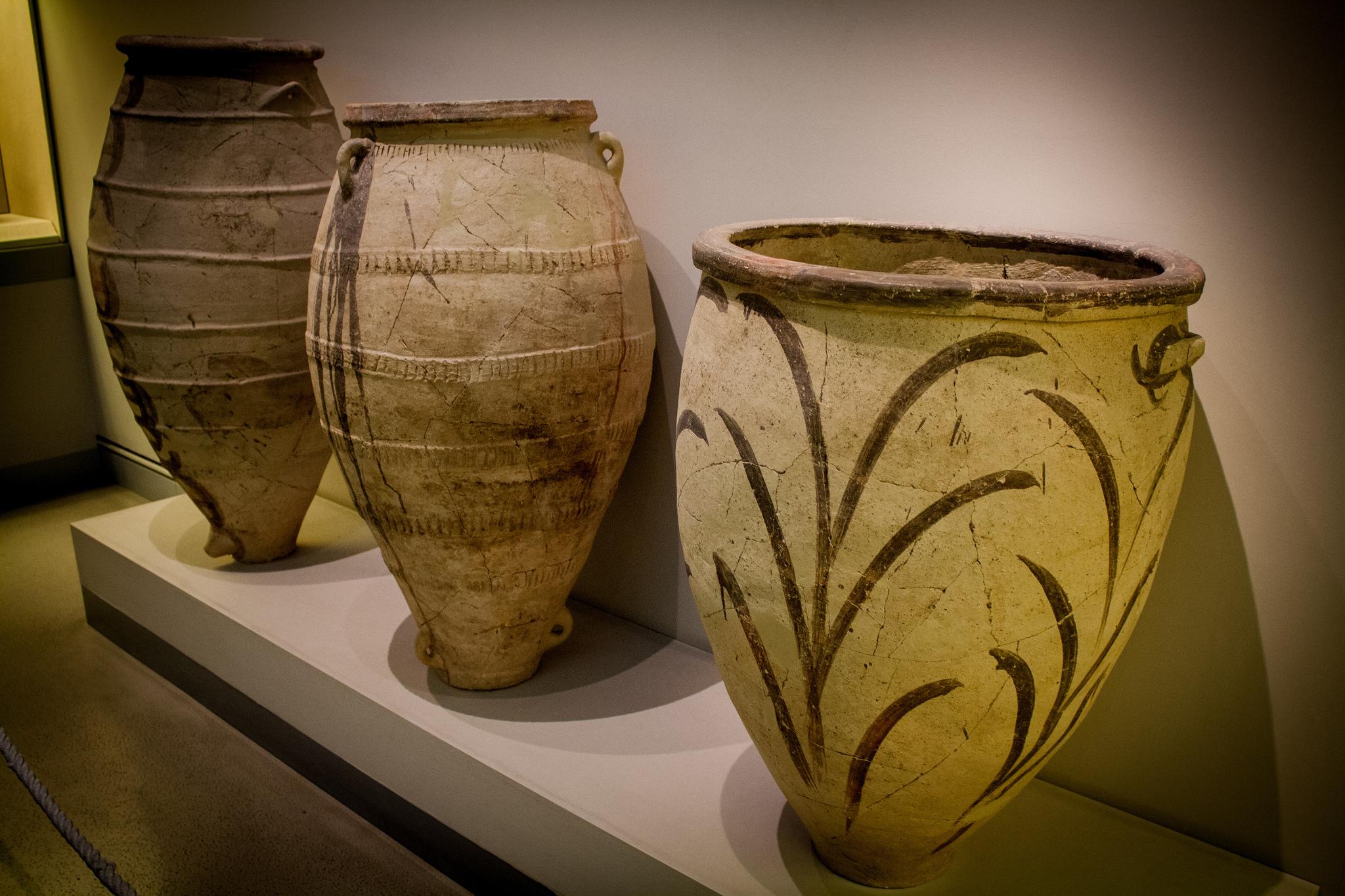 Глиняные горшки из Акротири