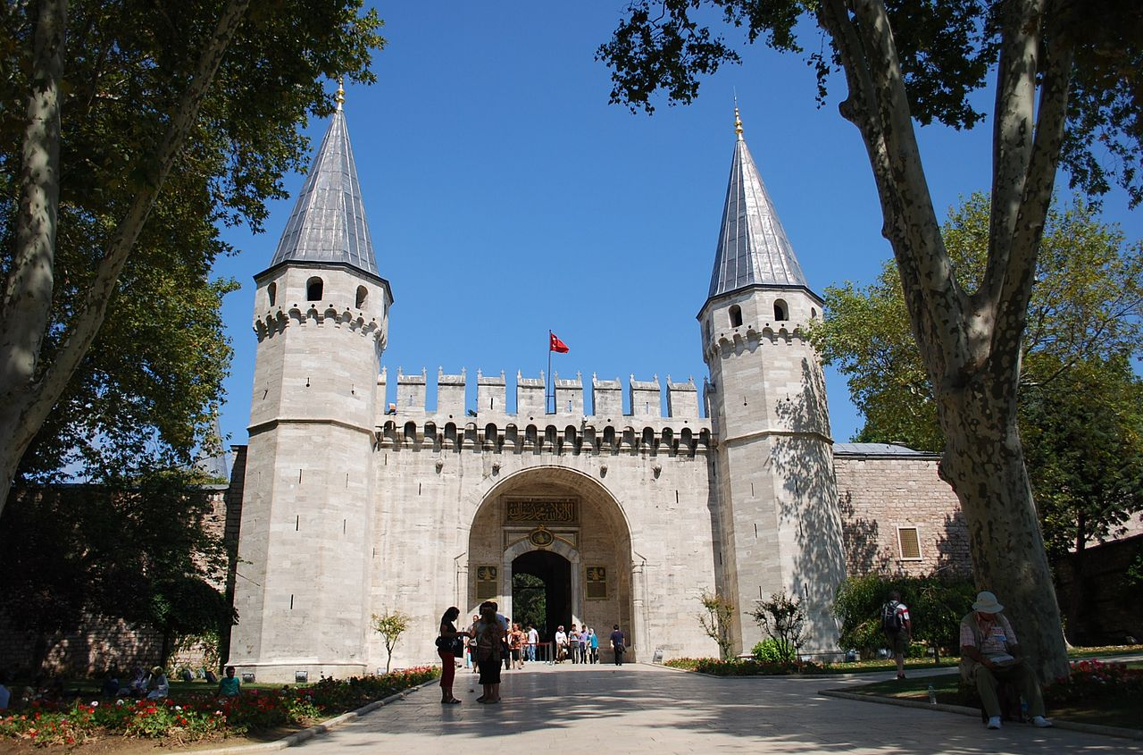 Дворец Топкапы, ворота