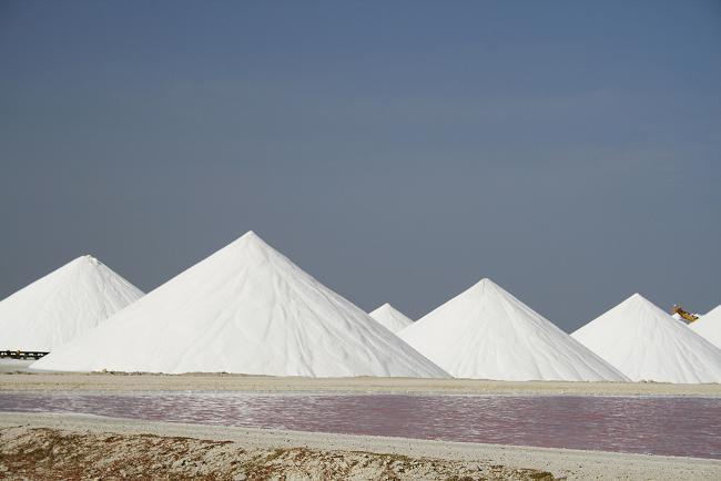 Соляные горы на Бонайре.jpg