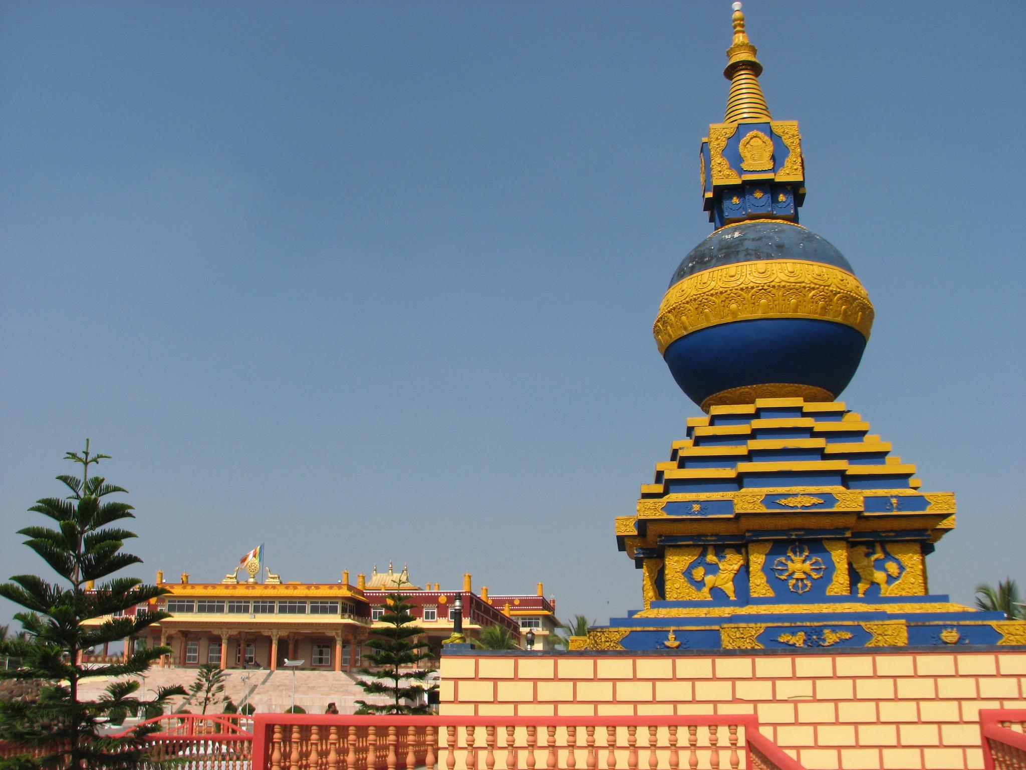 Тибетская колония Мунгод в штате Карнатака, Индия
