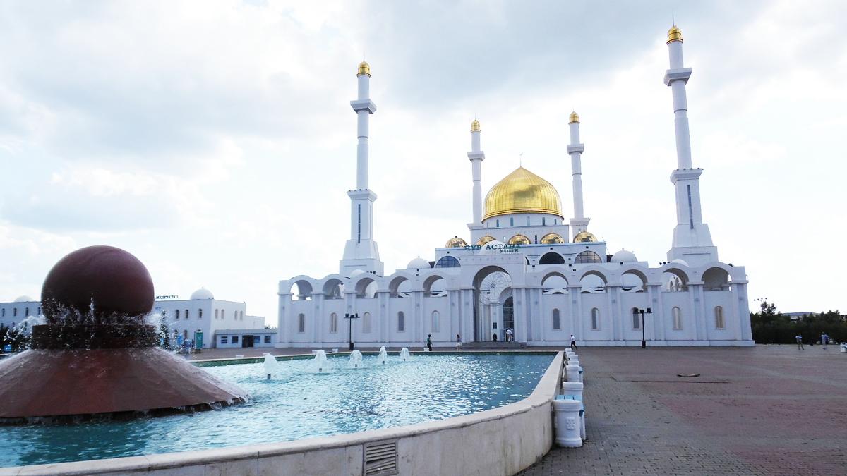 Вид на мечеть Нур Астана