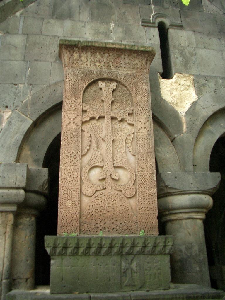 Монастырь Санаин, хачкар