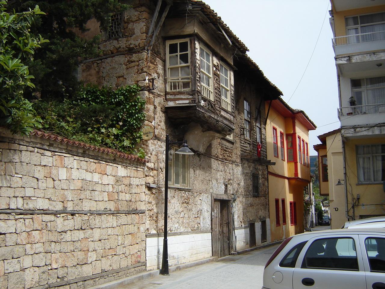 Калейчи, старое здание