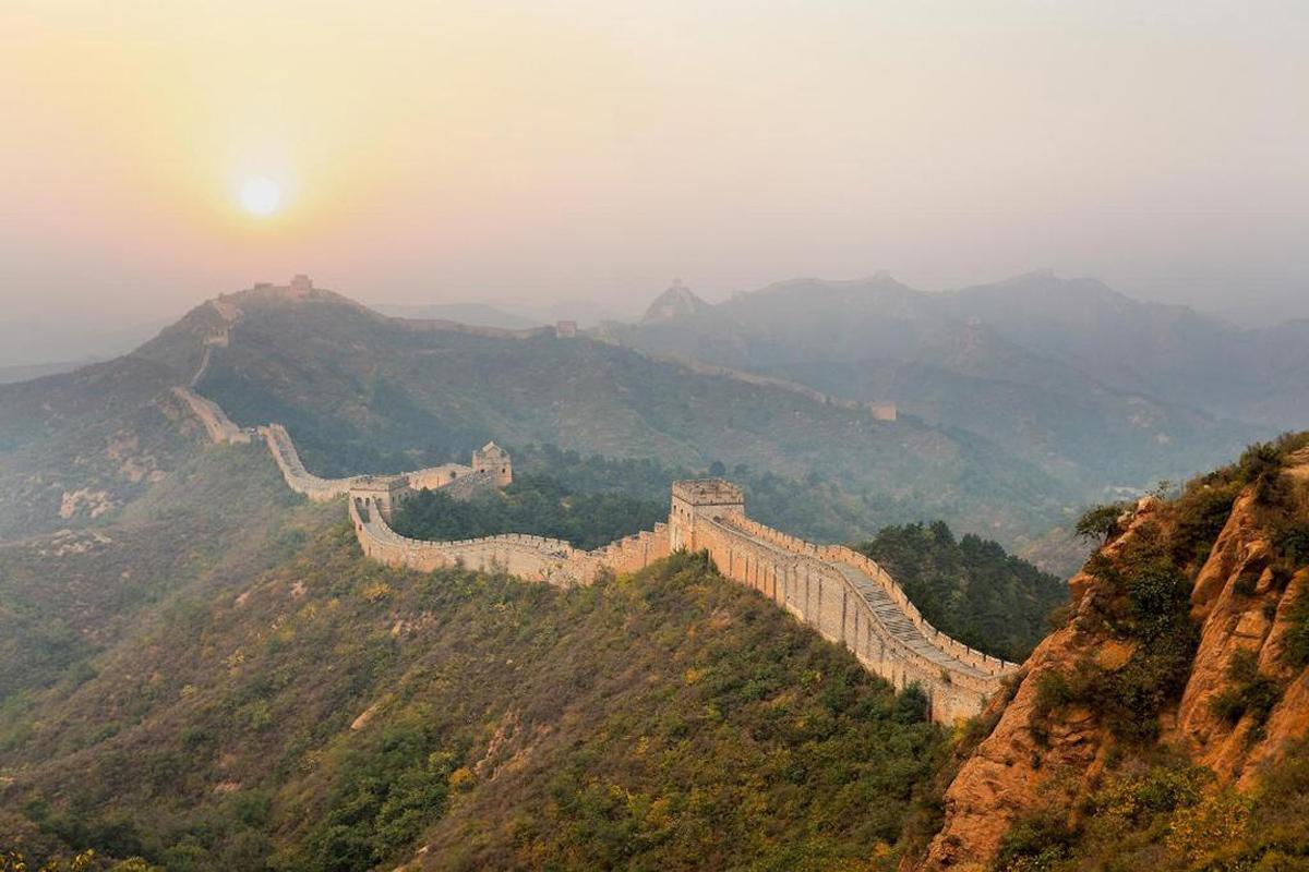 Китайская стена на рассвете