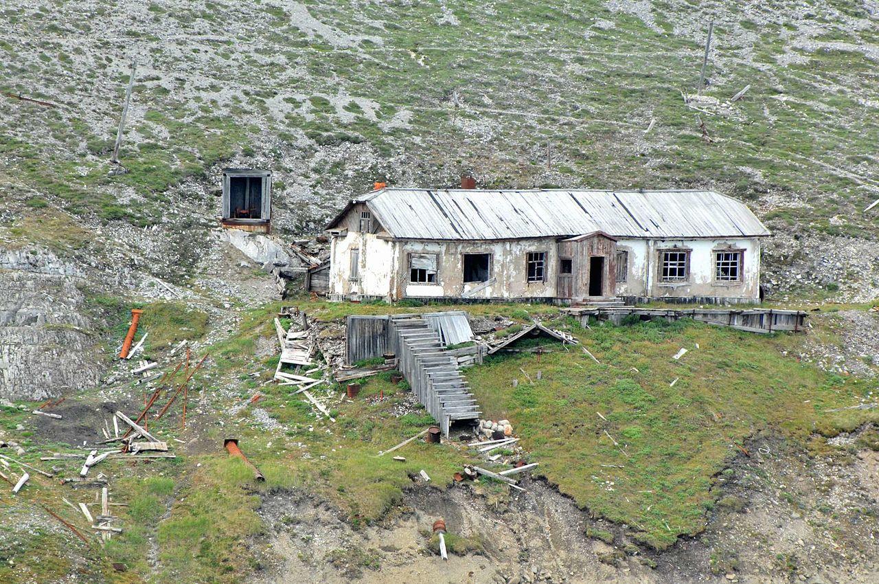 Наукан, заброшенный дом